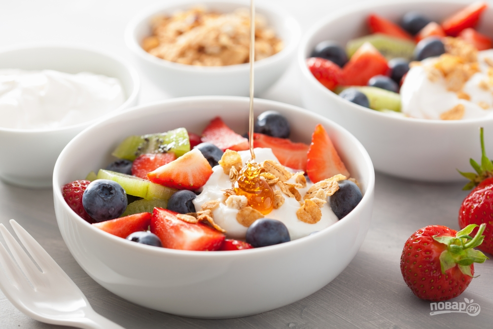 Ягоды с йогуртом и медом