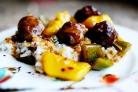 Фрикадельки с болгарским перцем и ананасами