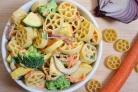 Овощной салат с макаронами