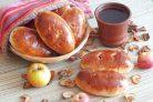 Пирожки с сушеными яблоками