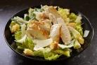 Простой салат с куриной грудкой