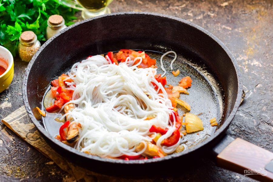 Рисовая лапша с мидиями