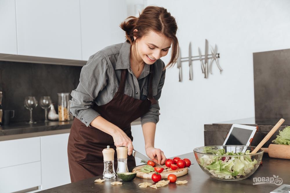 Салат с овощами и черносливом