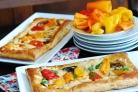 Пицца с моцареллой и грибами