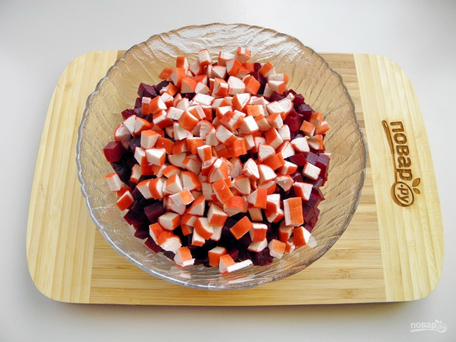 Свекольный салат с крабовыми палочками