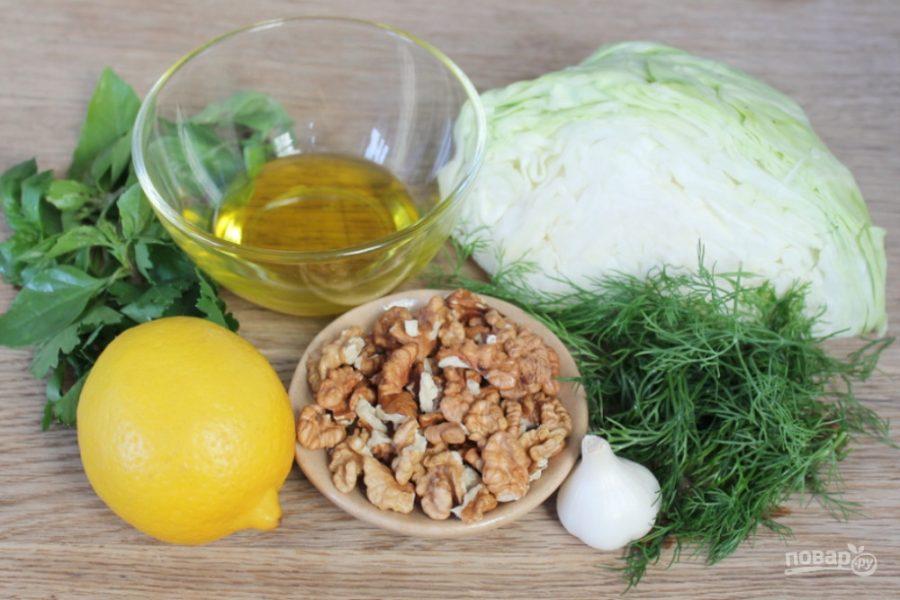 Салат из молодой капусты с чесноком и грецкими орехами