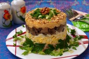 Слоёный салат с копчёной курицей
