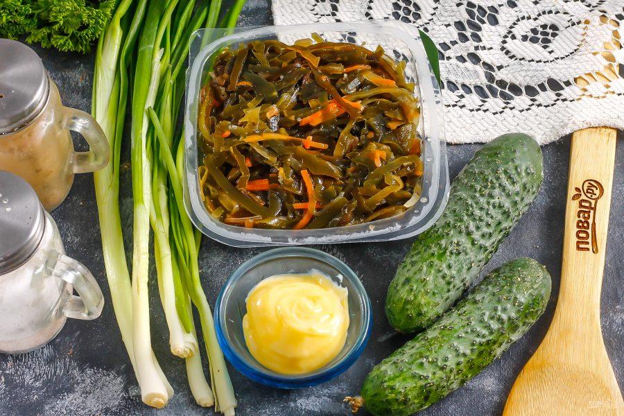 Салат с морской капустой и свежим огурцом