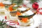 Фаршированные яйца со шпротами и красной икрой