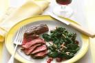 Стейк со шпинатом, виноградом и миндалем