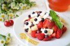 Фруктовый салат из клубники