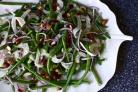 Салат с фасолью, луком и миндалем