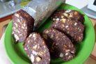 Сладкая колбаса из печенья со сгущенкой