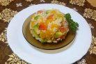Салат из риса с лососем, авокадо и апельсином