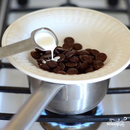Клубничное мороженое с шоколадным печеньем