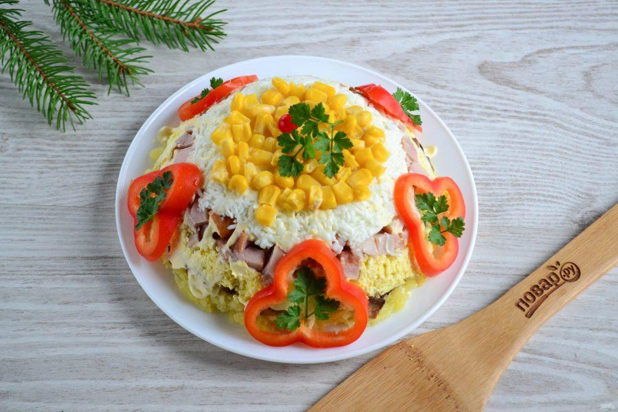 Салат с копченым мясом и грибами