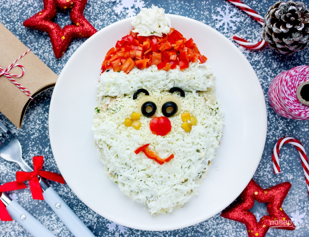 Салат в виде Деда Мороза на Новый год