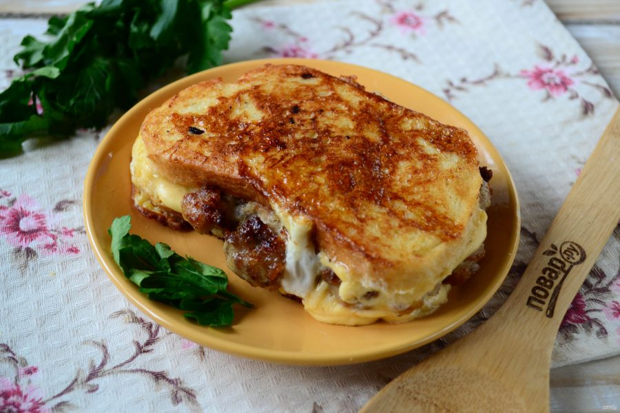 Чизбургер во французском тосте