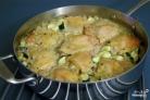 Рис с курицей в соусе в духовке