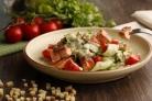 Овощной салат с рыбой
