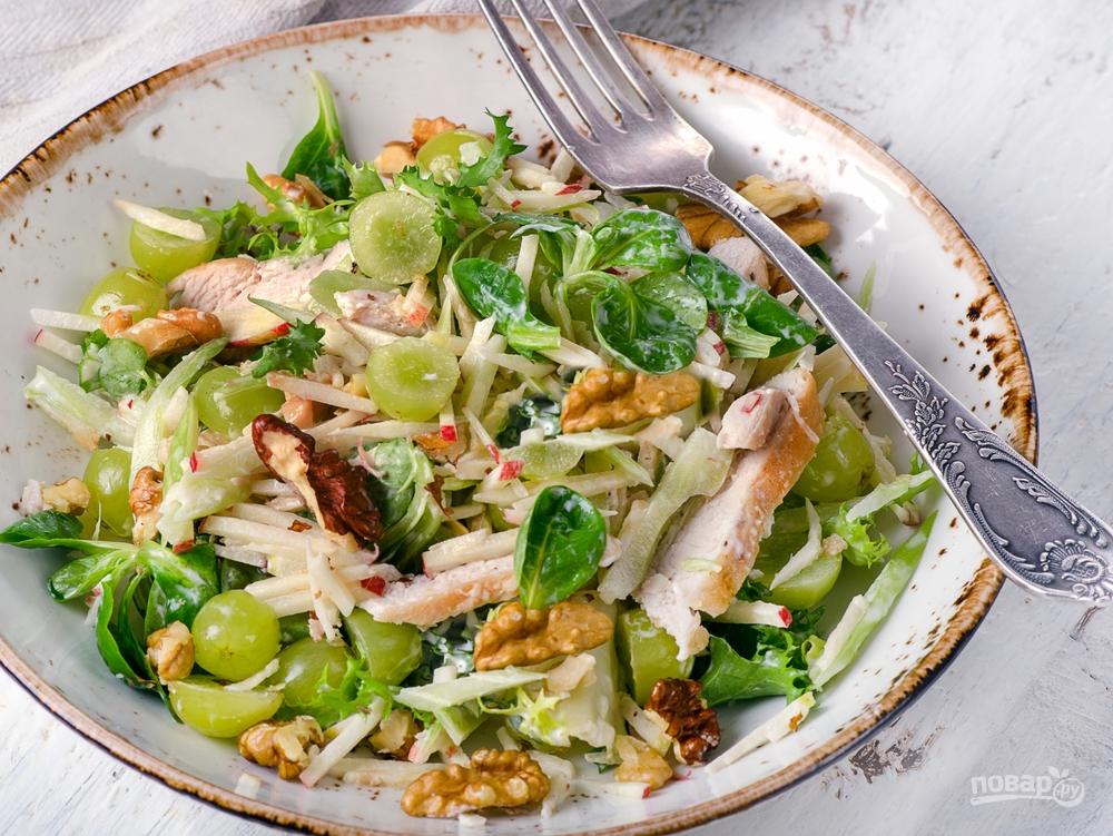 Салат с курицей и яблоком