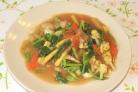 Жареная лапша с овощами