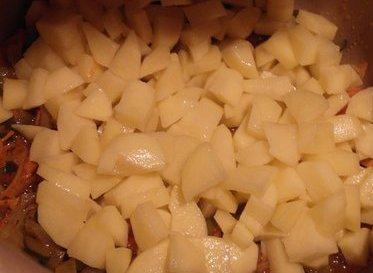 Солянка с колбасой в мультиварке