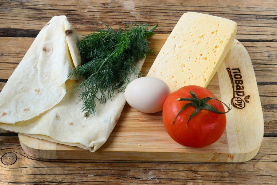 Конвертики из лаваша с сыром и помидорами