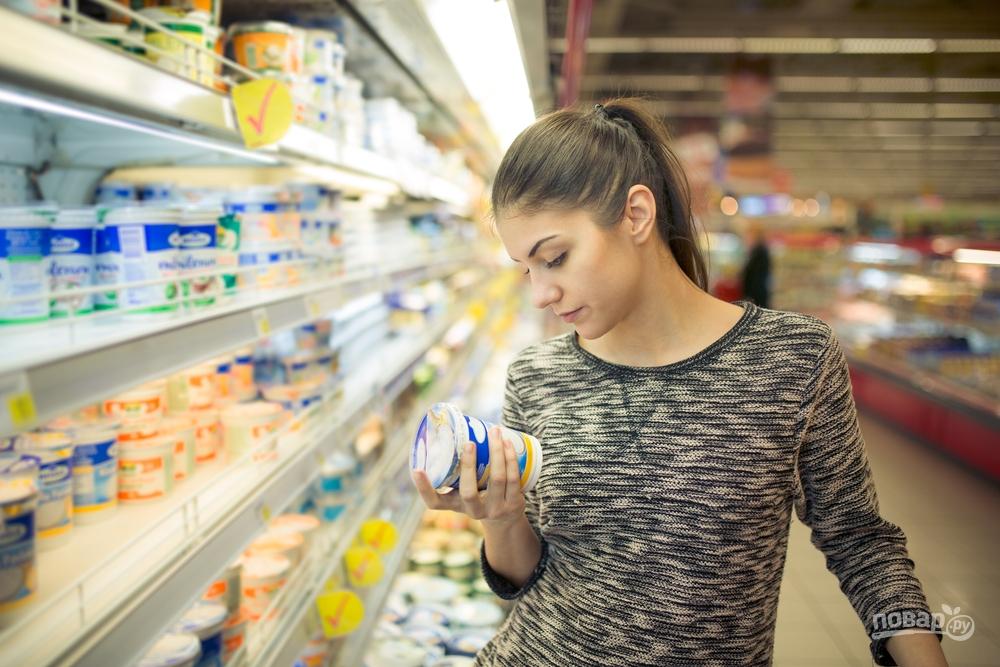 Женщина в продуктовом магазине