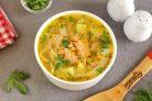Суп с лапшой и лососем
