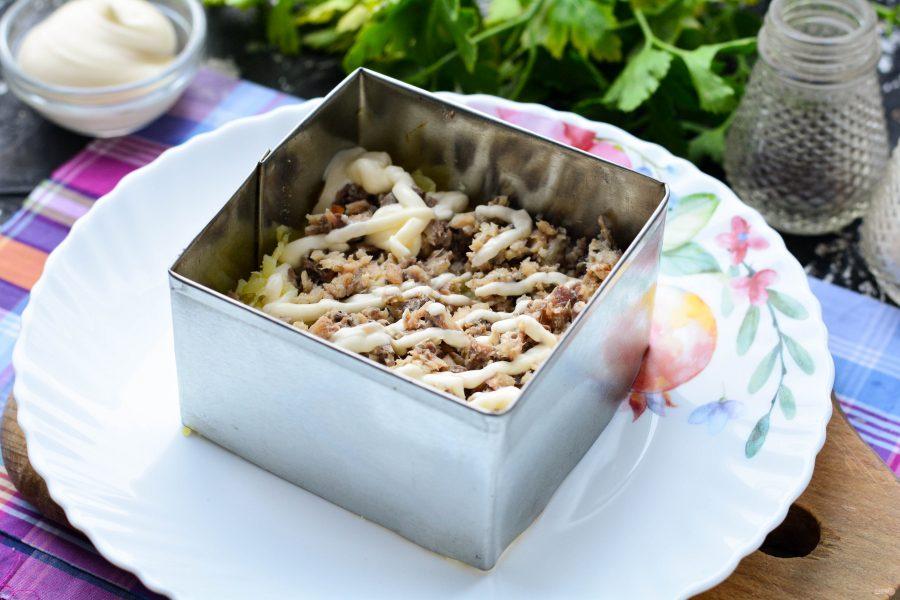 Салат из свеклы с рыбными консервами