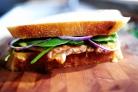 Горячие бутерброды с курицей и абрикосовым соусом