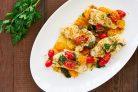 Треска на сковороде с помидорами и базиликом
