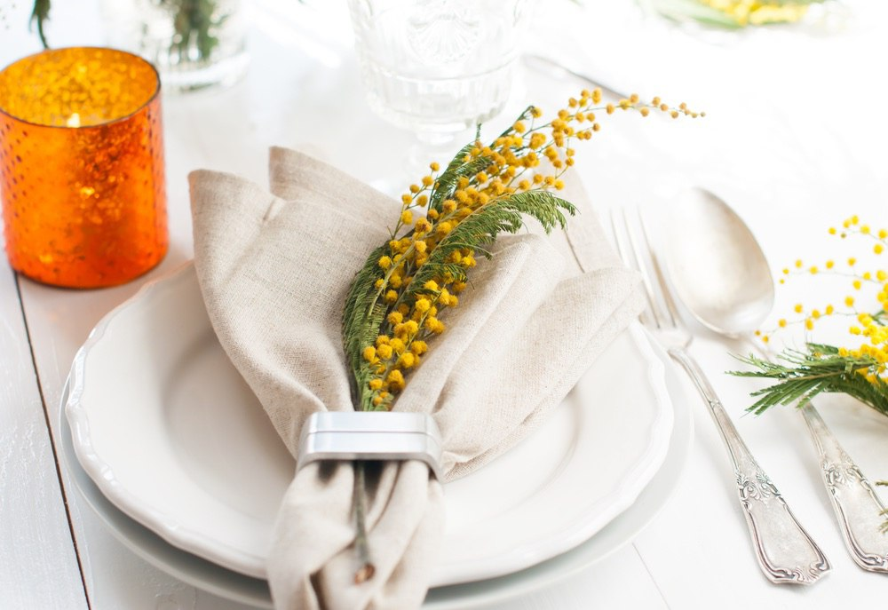 Живые цветы в украшении пасхального стола