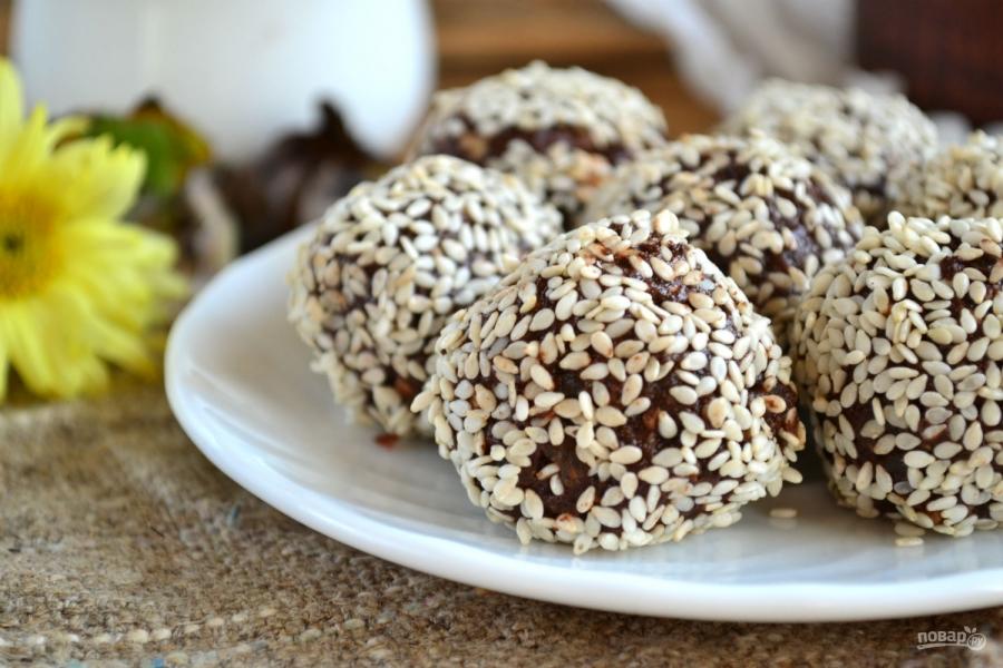 Конфеты из сухофруктов и шоколада
