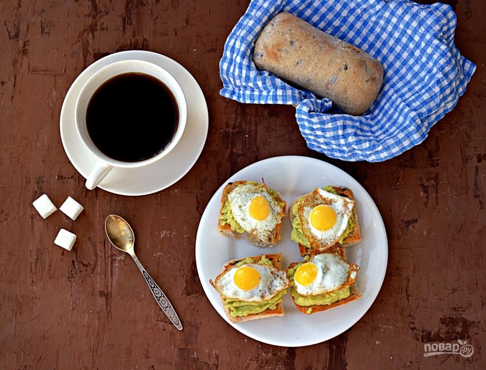 Тосты с яйцом и авокадо