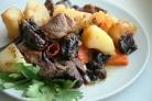 Острая баранина с овощами и черносливом