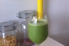 Зеленый коктейль с финиками