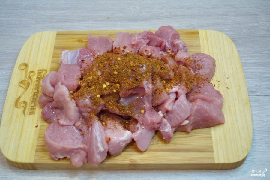 Свинина кусочками в соусе