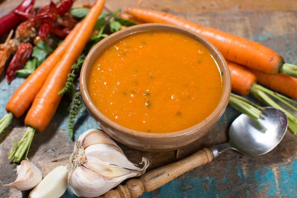 Морковный суп с чесноком и зеленью