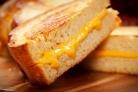 Бутерброды с жареным хлебом и сыром