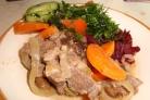 Мясо с черносливом в горшочках