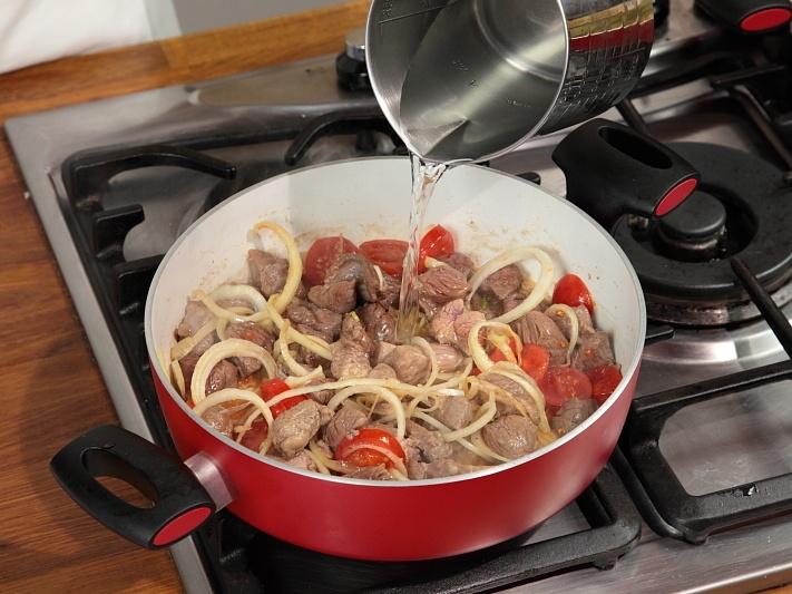 Баранина в соевом соусе с помидорами