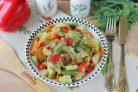 Кабачки тушеные с овощами и перцем