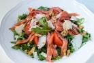 Салат с рукколой и семгой