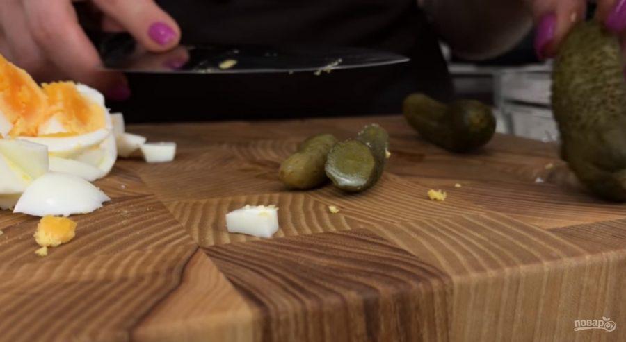 Салат из кальмаров с жареными грибами