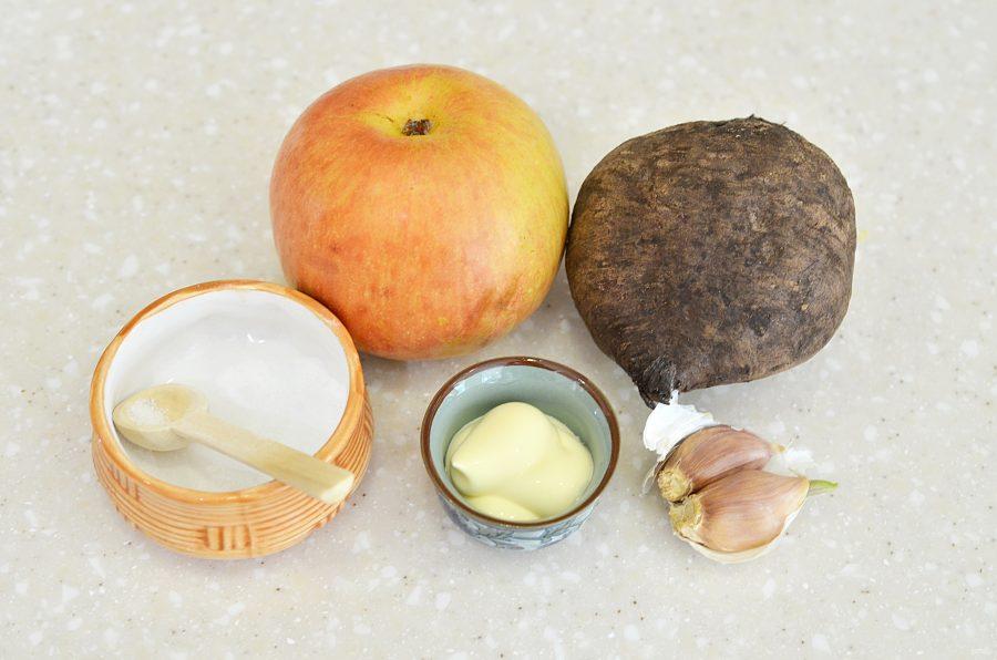 Свекла с чесноком и яблоком