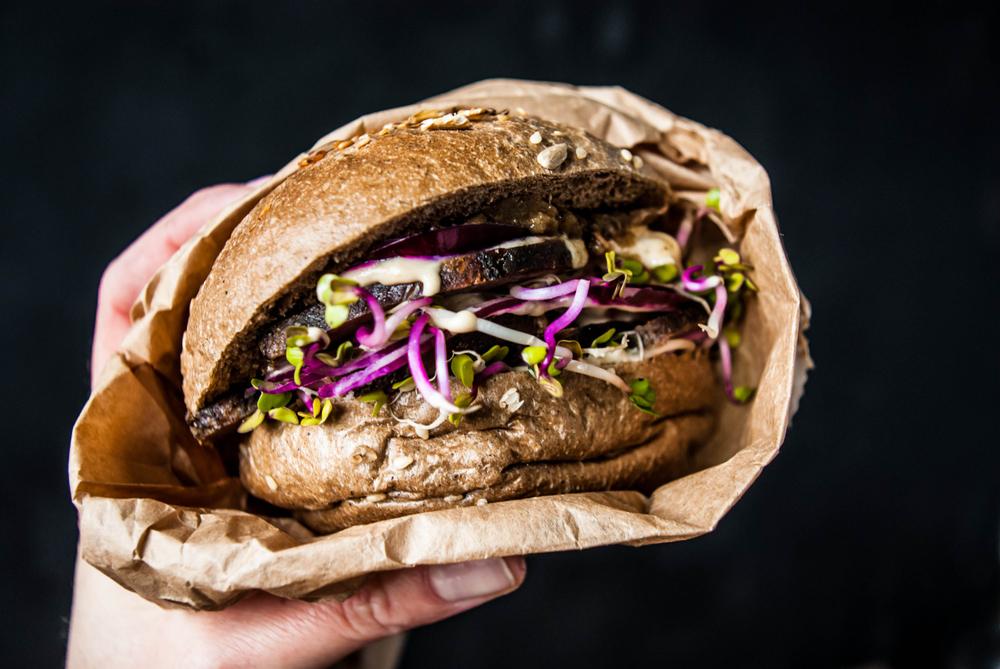 Сэндвич из Дании с бужениной и красным луком