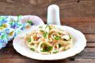 Салат с обжаренными кальмарами