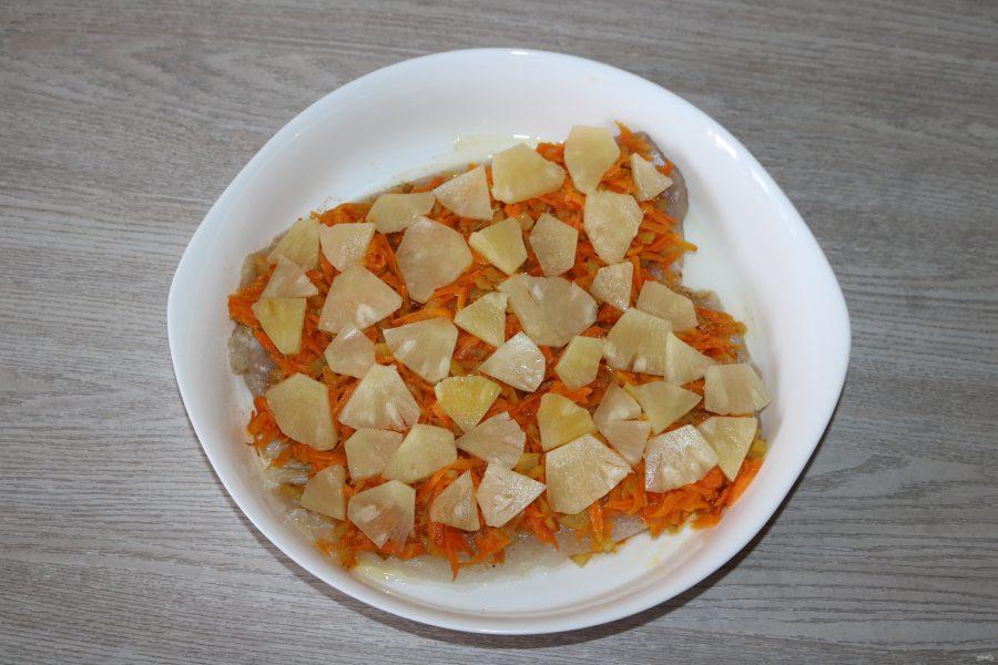 Рыба с ананасами в духовке